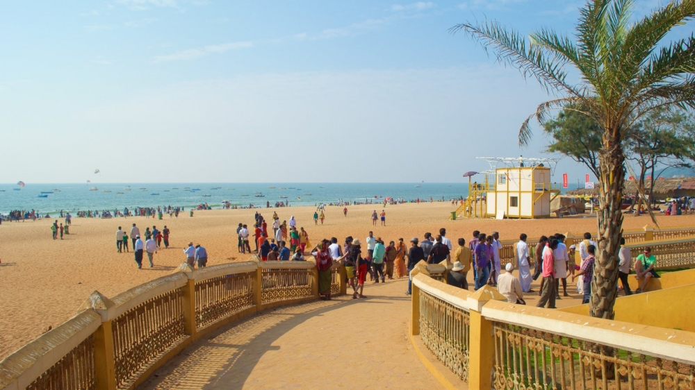 Пляжный сезон в Гоа летом