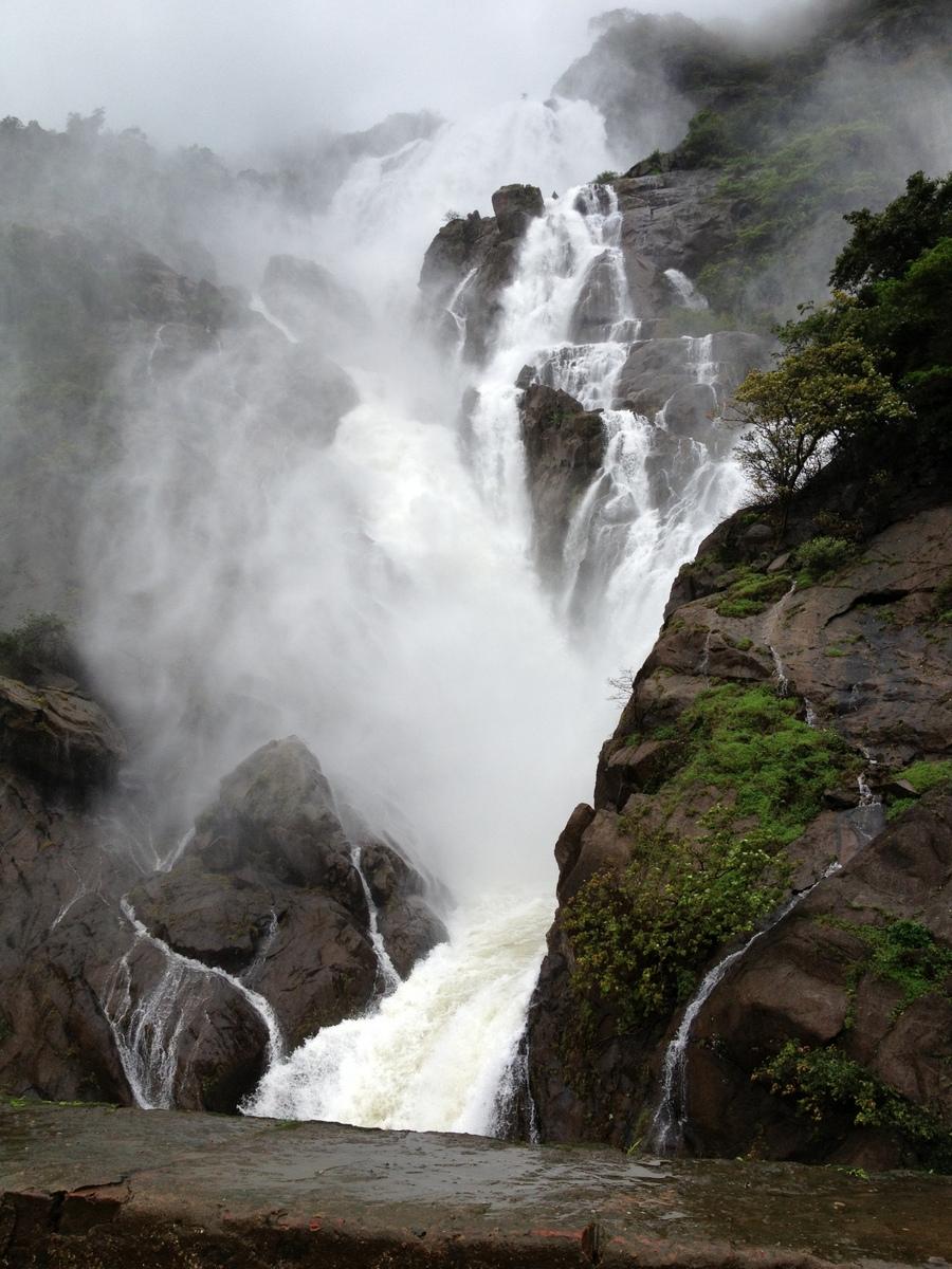 Водопад Дудхсагар в сезон дождей