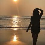 @instagram: Мы встречались с тобой на закате.  Ты веслом рассекала залив.  Я любил твое белое платье,  Утонченность мечты разлюбив.  Были странны безмолвные встречи.  Впереди — на песчаной косе  Загорались вечерние свечи.  Кто-то думал о бледной красе.  Приближений,