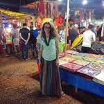@instagram: Ночной рынок. Здесь смешалось все: индусы с разноцветными платками и украшениями, собаки, сикхи,дети и хиппи. И знаете что? Прекраснее быть и не может. Хочется возвращаться. #goa #nightmarket #гоа #arpora #арпора