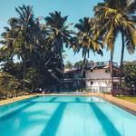 @instagram: Пусть будет тут ???? Не понимаю тех,  кто купается в бассейне,  когда можно погрузиться в шумный,  бушующий, своенравный,  но иногда столь покладистый и ласковый океан ???? . . .  #pool #goa #goailoveyou #colva #palm #likeasea