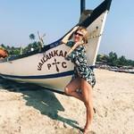 @instagram: Воздух свободы — терпкий и пряный, Шум океана – отлив и прилив, Стройные пальмы и ветви баньяна, Запах Гоа и манит и пьянит… Море улыбок – взаимных и добрых, Искренность в лицах людей, Всё это раю как будто подобно, Рай для тебя и друзей… Мчаться на байке