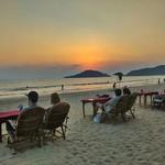 @instagram: Una cena guardano il mare ???? #goa #palolem #onthebeach #travelpicsdaily #mytravelgram #horizon #sunsetporn #igersgoa #india #indian #golden #tramonti #explore