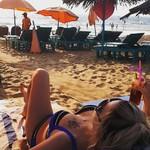 @instagram: Так и пролежали бы с @nasty2505_85 тюленчиками, если бы не познакомились с мега весёлыми девчонками @elenkaegel @yulianeroda ????  #goa2019 #гоа2019 #гоа???? #багабич  #baga #titos #москва #норильск #путилково