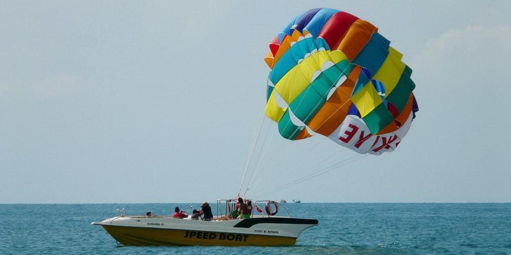 Парасейлинг (полет на парашюте за катером) в Колве Гоа